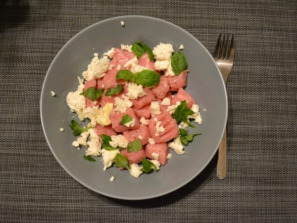 Rote Bete Gnocchi mit Schafskäse