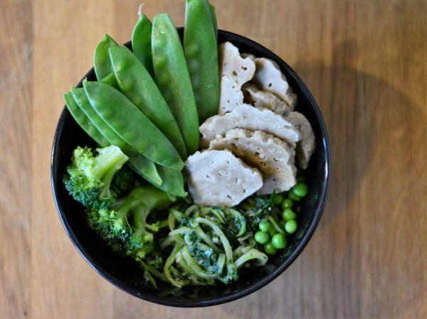 Seitanschale mit grünem Gemüse